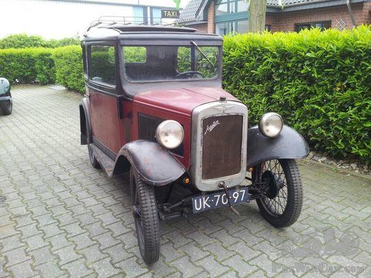 New School restoration of Amsterdam Taxi